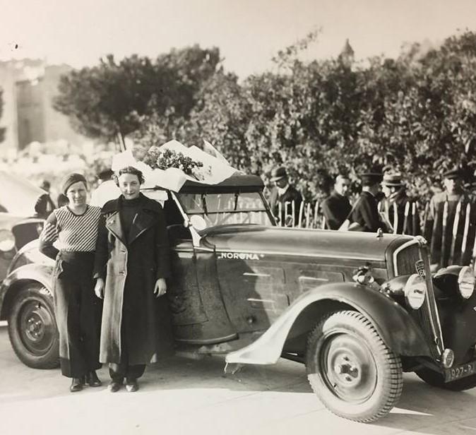 Wir schreiben das Jahr 1935 und die Rally Monte Carlo wird mit einem 601 gefahren - hier Mme.  Hustinx und Mme. de Cortanze