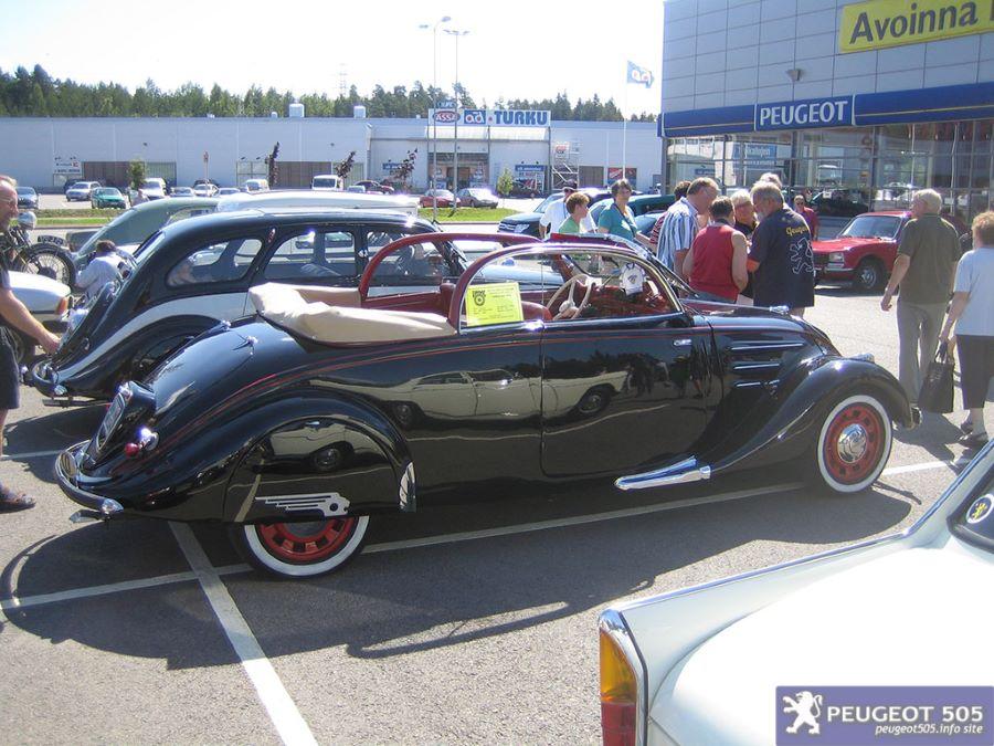 402 B mit 2,2 Liter Motor als Cabrio-Lmousine