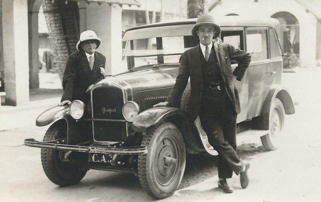 Colonialbeamte in Indochina mit einem Typ 177 oder 181  ( späte 1920er)