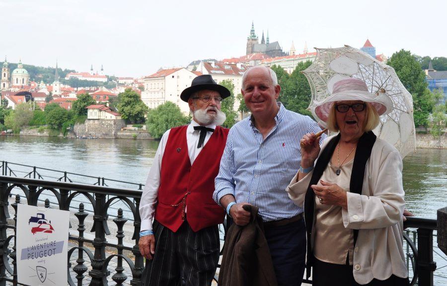 Egon Gothmann (links) mit Thierry Peugeot und Ehefrau Ilse beim IAPM 2018 in Prag