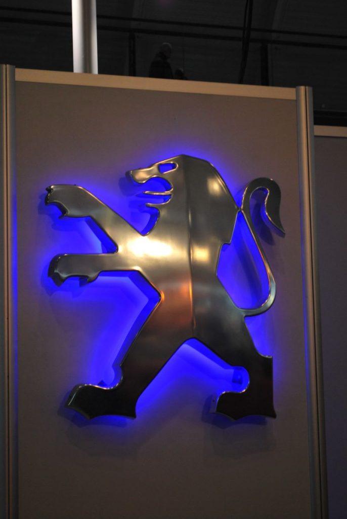 Der bis 2010 offizielle Löwe au dem Peugeotstand bei der RetroClassics
