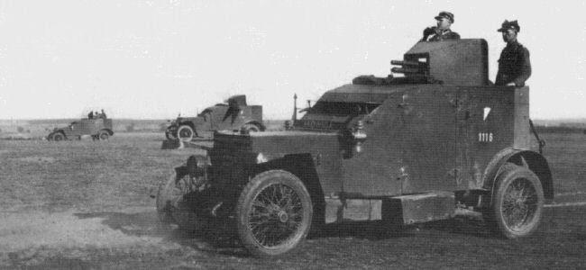 Peugeot 1914 AC bei einem polnischen Manöver