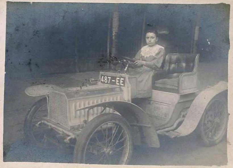 """etwa 1905 - Madame am Steuer eines Typ 69 """"Bebe"""""""