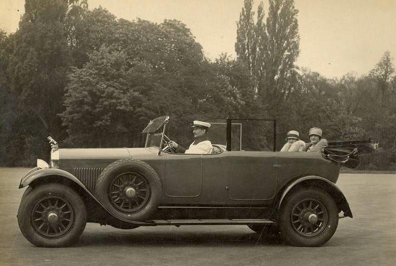 während zeitgleich im Luxussegment - ein Typ 184 mit 6-Zylinder 4,5-Liter Schiebermotor - nach wie vor chauffiert wird.