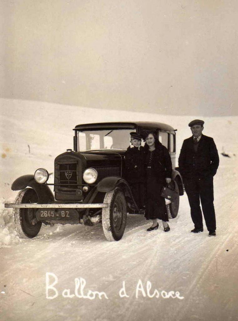 Ein neues Jahrzehnt bricht an - ob es besser wird als das Vergangene? Winter 1930 auf dem Ballon d'Alsace. Peugeot Typ 183 - 12 CV SIX