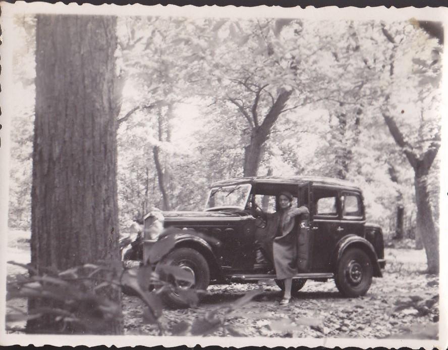 Diese Dame nutzt jedoch im Juli 1932 den 301 Familiale mit Werksaufbau