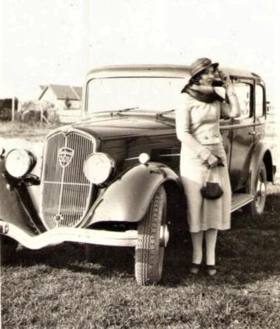 Auch die Damen der Mittelschicht bemühen sich, mit der Mode zu gehen - Typ 301, ca. 1934