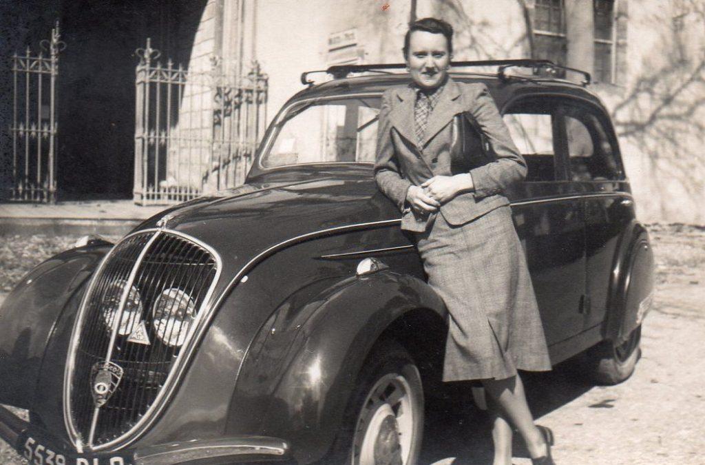 1950 - Frauen sind berufstätig und fahren das eigenen Auto - hier ein 202 BH