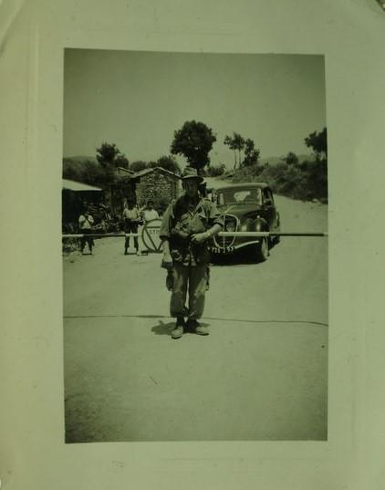 Algerien - ca. 1950  Fremdenlegionär Theo Vanlede und ein 202