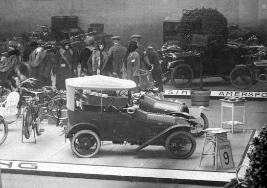 "1913, Ort aber unbekannt. Präsentation des ""Bebe"""