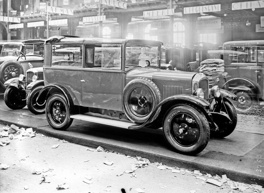Stand wird der neue 9 CV (Typ 177 M) des Modelljahrs 1926 vorgestellt