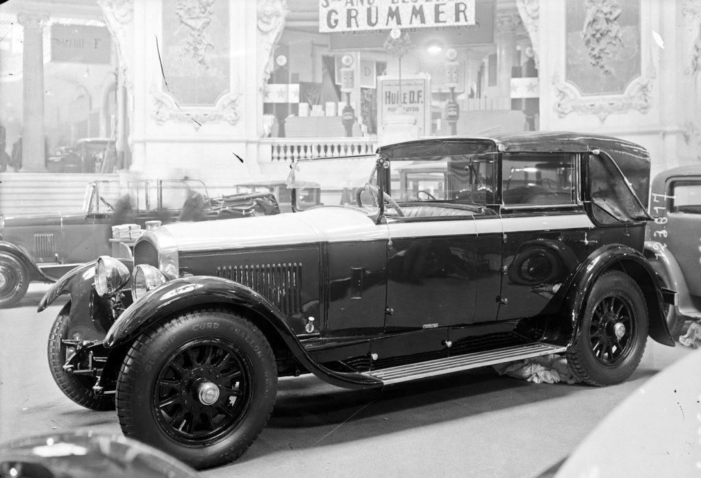 1927 - auf dem Stand der Karosseriefirma Felber steht ein exquisiter Typ 184 mit 4,6 Liter Schiebermotor.  Von diesem Luxuswagen wurden nur 31 Exemplare gebaut, die sämtlich von Karosseriebauern eingekleidet wurden. Heute ist nur noch ein Exemplar mit Labourdette-Karosse bekannt, das im Musee Peugeot steht.