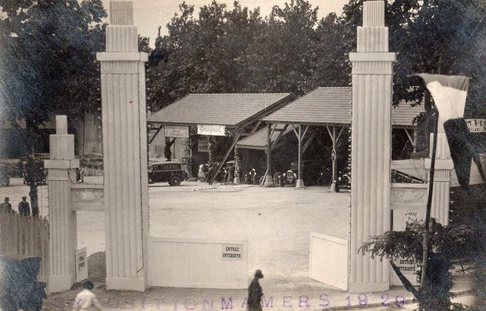 1929 in Mamers - Ausstellung von Peugeot- und Renault-Fahrzeugen
