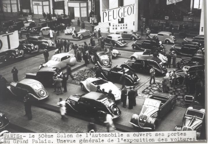 """1937 werden auch der imposante 402 Stromlinien-Rekordwagen """"Andreau"""" (oben links Mitte) und der DarlMat, der in LeMans aufs Podest fuhr (unten),  gezeigt"""