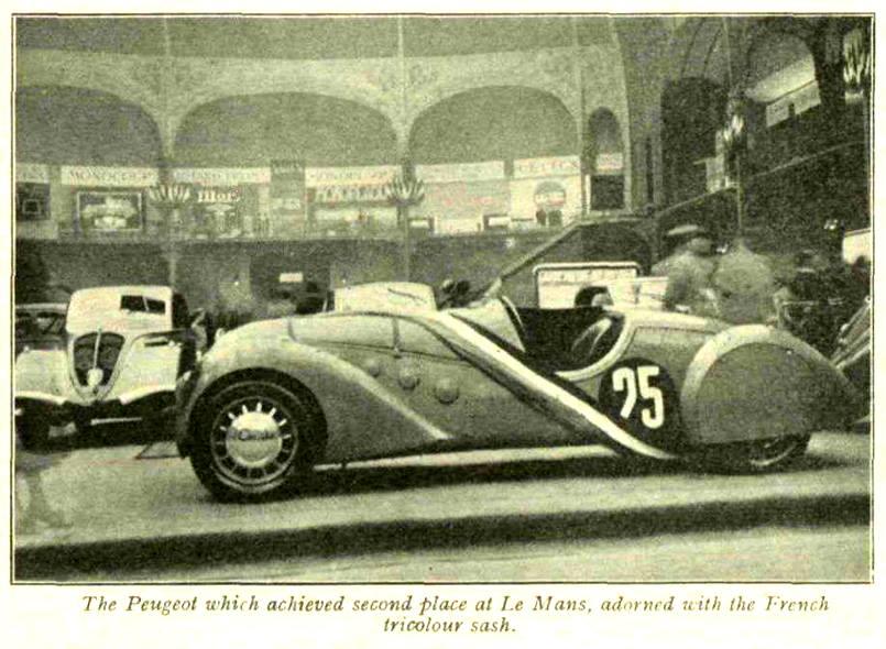 Ausstellung von Automobilen auf dem Pariser Salon 1937