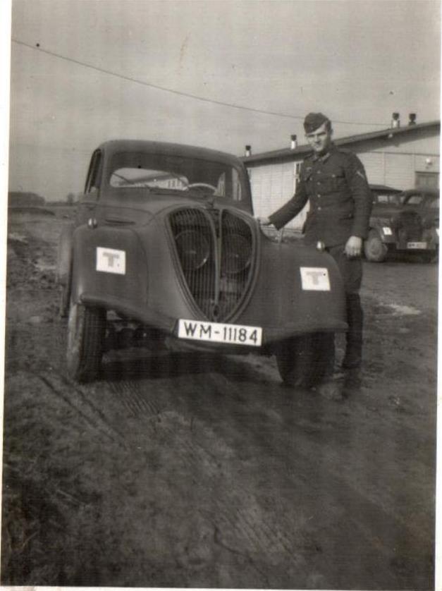 """Peugeot 402 - Das """"WM"""" zeigt, dass der Wagen von der Marine genutzt wurde"""