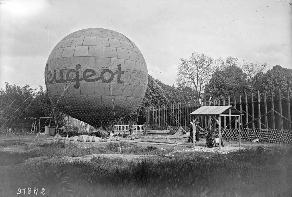Sogar Fesselballons wurden zur Werbung herangezogen