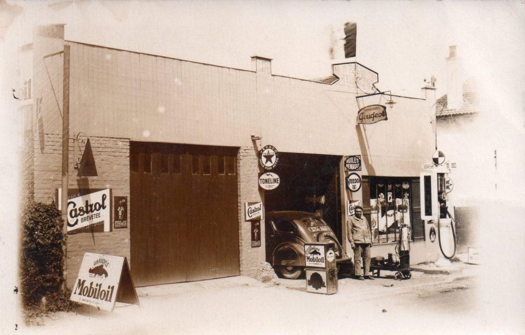 Krasser Gegensatz dazu - Garage Meilleures in Haut du Fronton   Aufgrund des 402 in der Halle datiere ich das Bild auf Mitte/Ende 1930er
