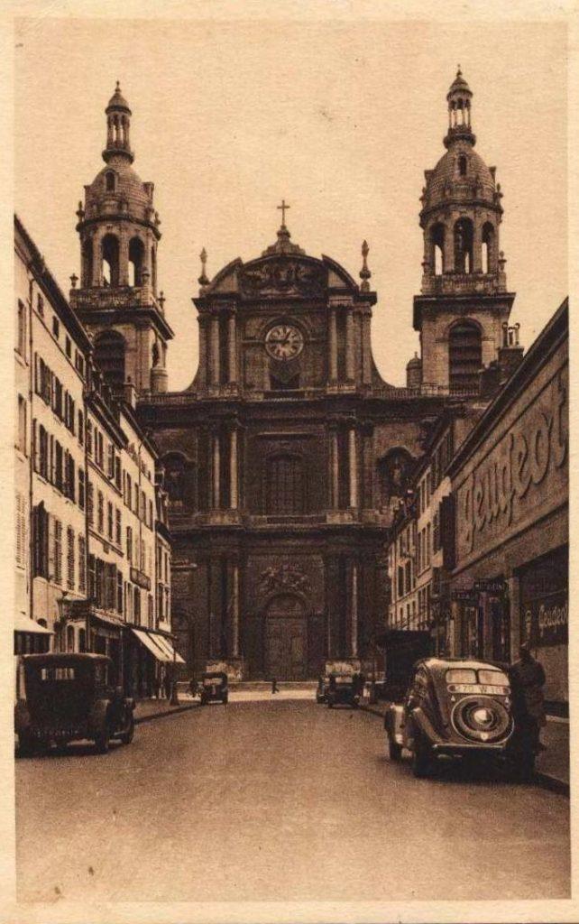 Nancy - die Peugeotvertretung liegt in der 1930ern direkt bei der Kathedrale