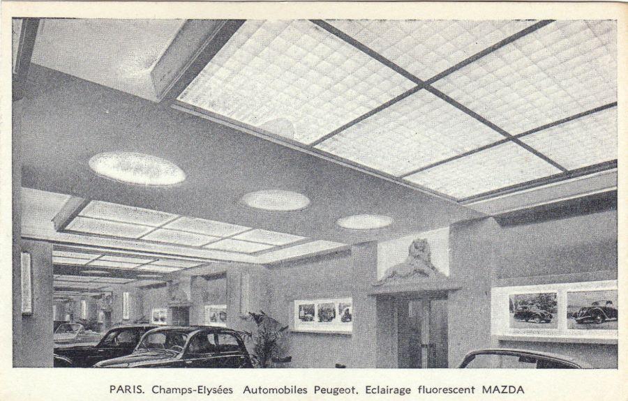 Ausstellungsraum von Peugeot an der Champs-Elysee, ca. 1938
