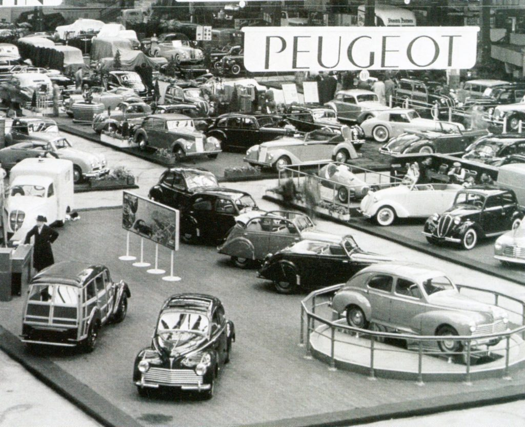 1950 - mit dem 203 steht der erste Nachkriegspeugeot auf dem Stand