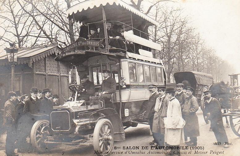 Beim Pariser Autosalon 1905 wurde Peugeot-Busse als Messe-Shuttle eingesetzt und auch auf dem Fahrzeug als auch durch Postkarten damit geworben