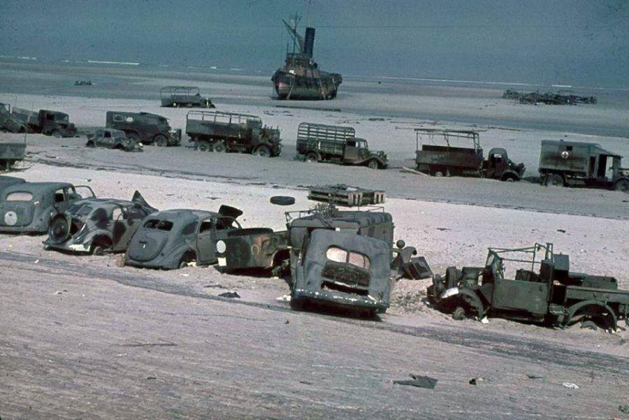 Strand von Dünkirchen nach der Einschiffung des englische Expeditionskorps.