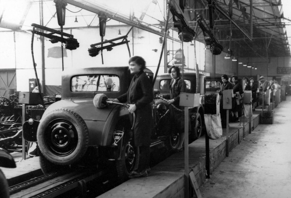 Peugeot Werk Sochaux: ca. 1930 - das 201 Finishing ist Frauenarbeit