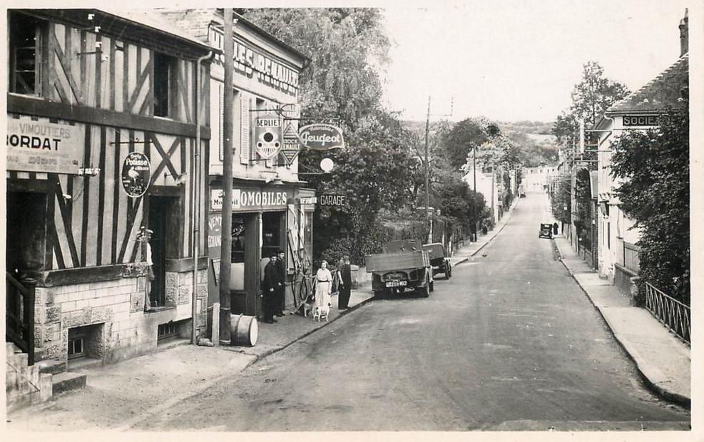 Vimoutier - die örtliche Peugeot-Vertretung in der Rue de Lesieux im Jahr 1939
