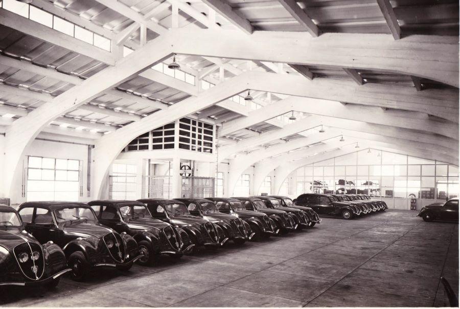 Peugeothändler Fa. Jean Comte Neuwagenhalle nach 1938