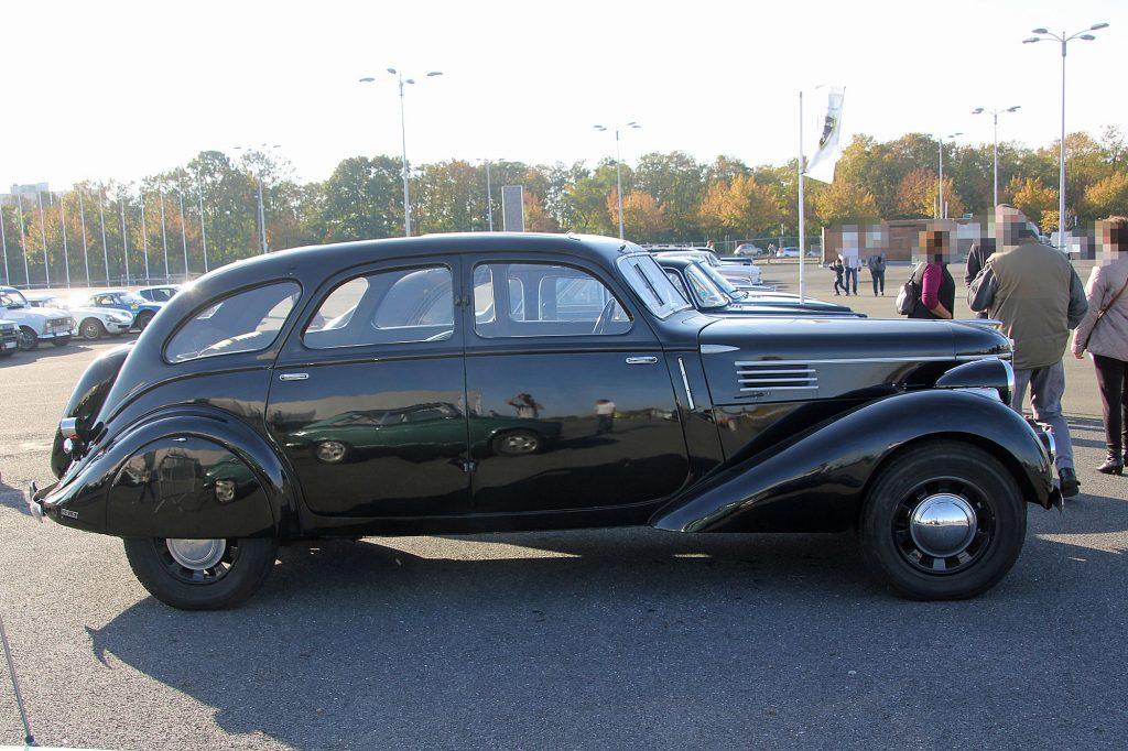 Berliet Dauphine - deutlich ist zu sehen, dass die Kabine vom Peugeot 402 B stammt