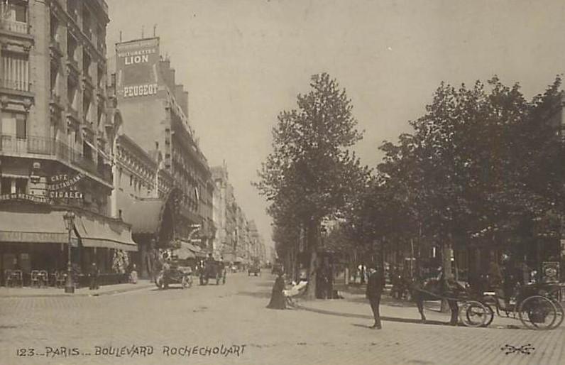 Peugeot Werbung am Boulevard Rochechouar