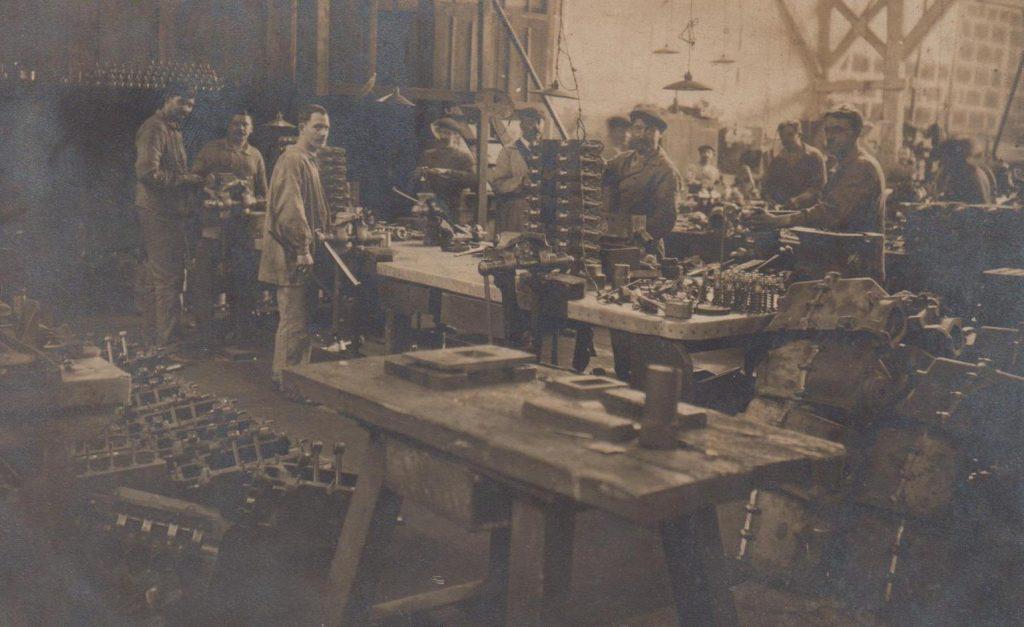 Zylinderkopffertigung ca. 1910 - Peugeot hat die Fa. Farcot wohl übernommen