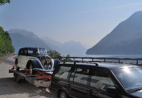 Peugeot 402 auf Anhänger