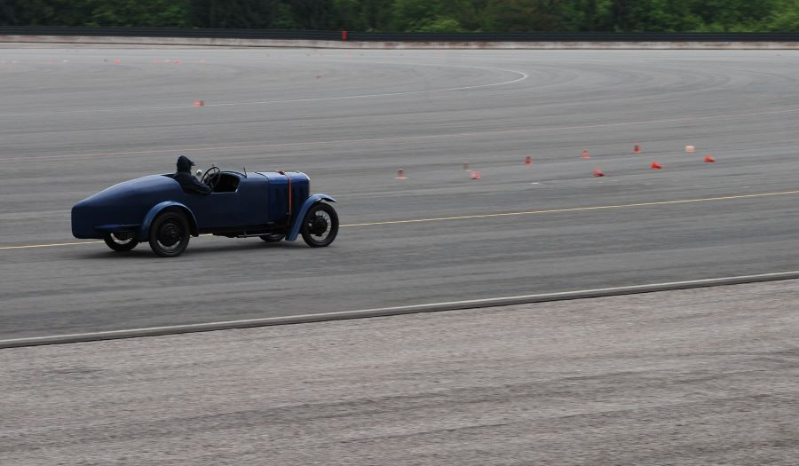 """Peugeot Rekordwagen """"301 Miramas"""" auf der Strecke"""
