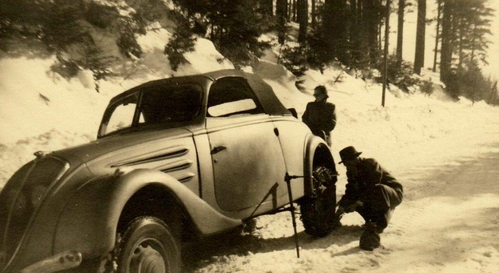 Peugeot 402 Cabriolet im Schnee