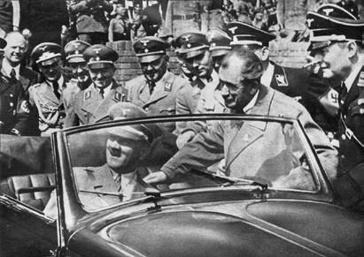 F. Porsche präsentiert Hitler den KdF-Wagen (1930er Jahre)