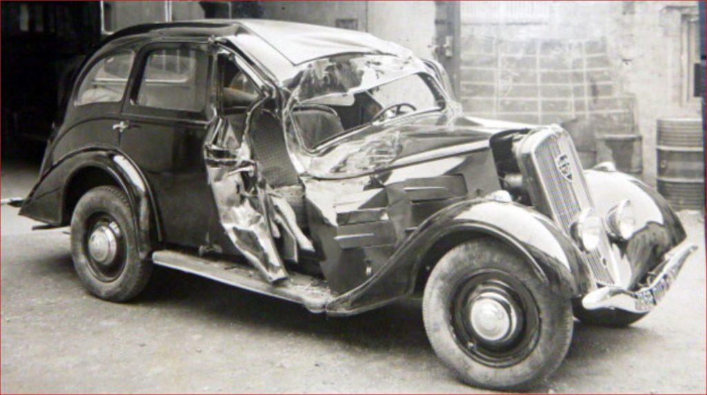 Verunfallter Peugeot Typ 301