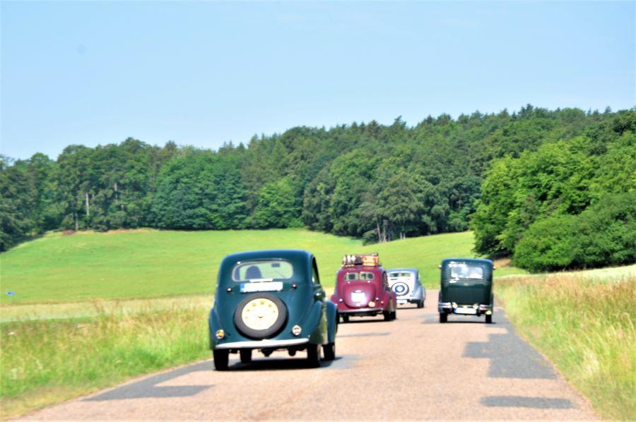 Peugeot Oldtimer in Fahrt