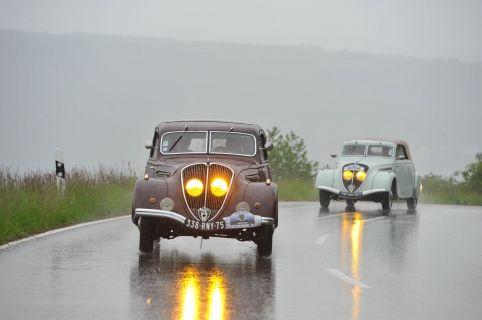 Peugeot bei der Ausfahrt