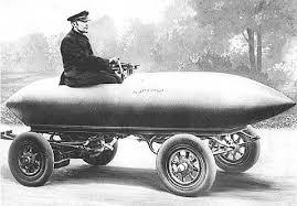 """""""La Jamais Contente"""" (frz.: die nie Zufriedene) war ein mit Bleibatterien betriebenes Fahrzeug, das am 29.4.1899 als erstes eine Geschwindigkeit von mehr als 100 km/h erreichte"""