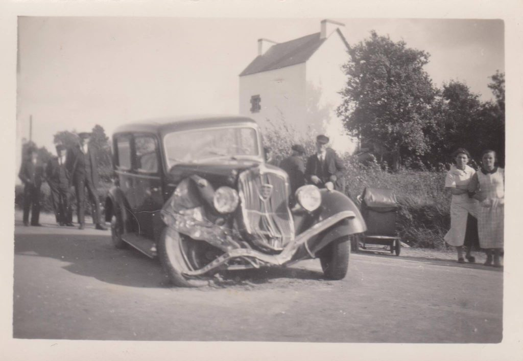 Unfall mit Peugeot Vorkriegs-Klassiker