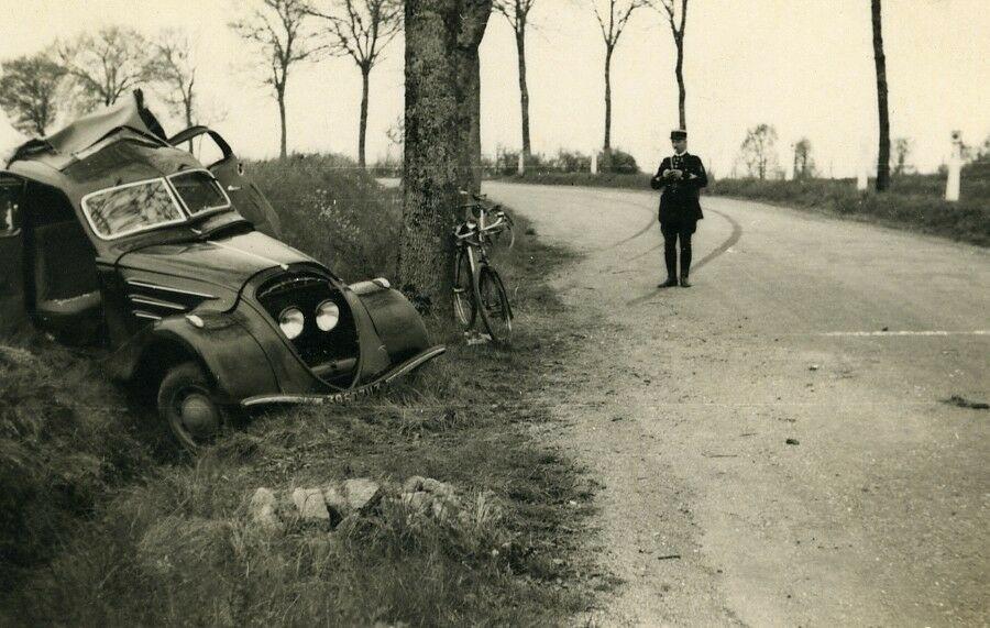 Unfall Vorkriegs Peugeot