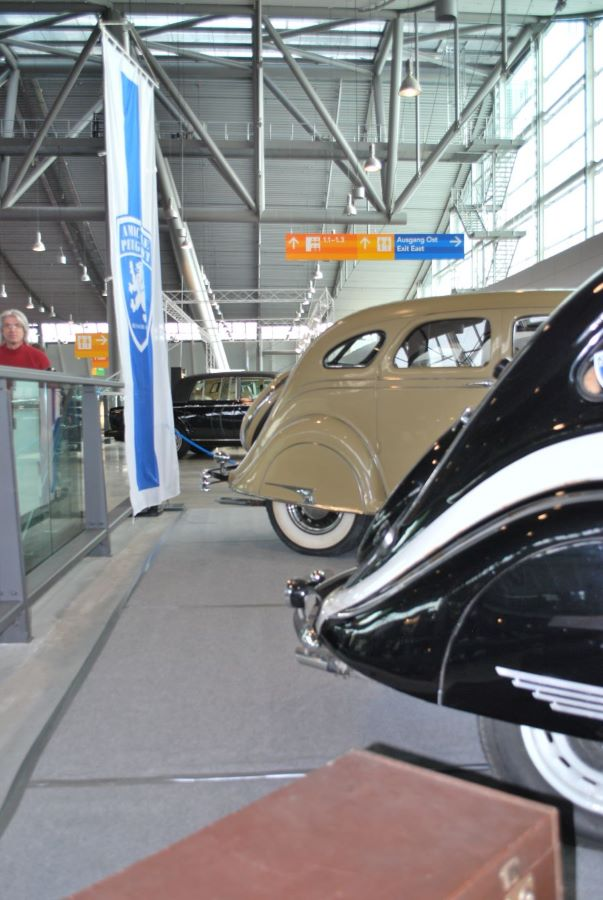 Airflow und Peugeot 402 - Detailansicht