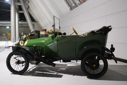 """Peugeot Bebe - Kleinwagen in damaliger """"Großserie"""" aus dem Jahr 1913"""