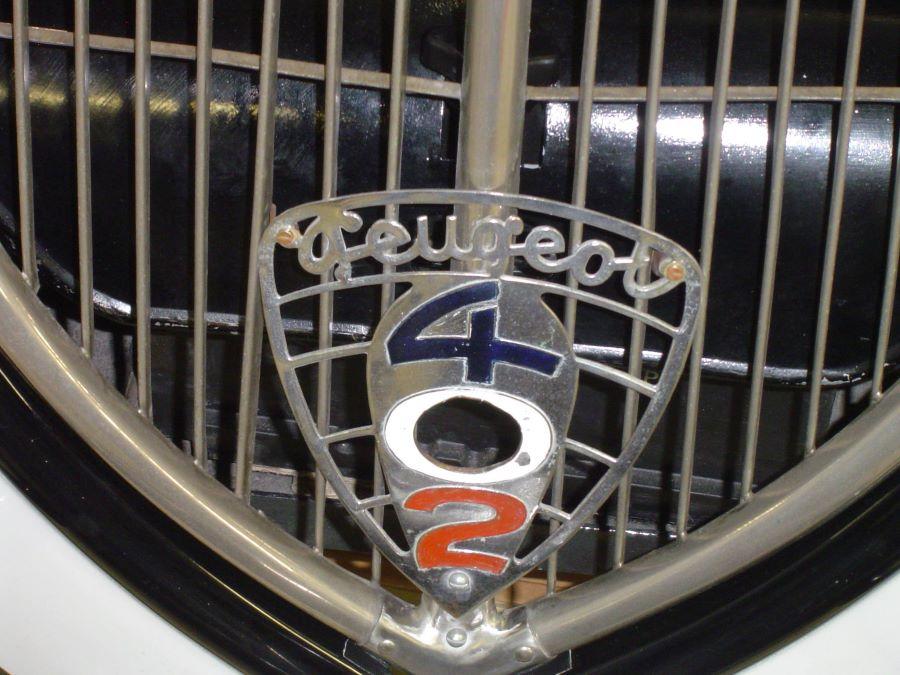Peugeot 402 Kühler