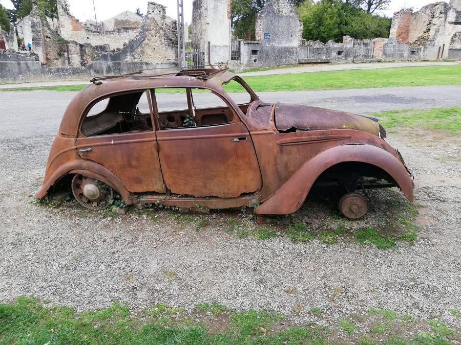 Peugeot 202  in Oradour sur Glane