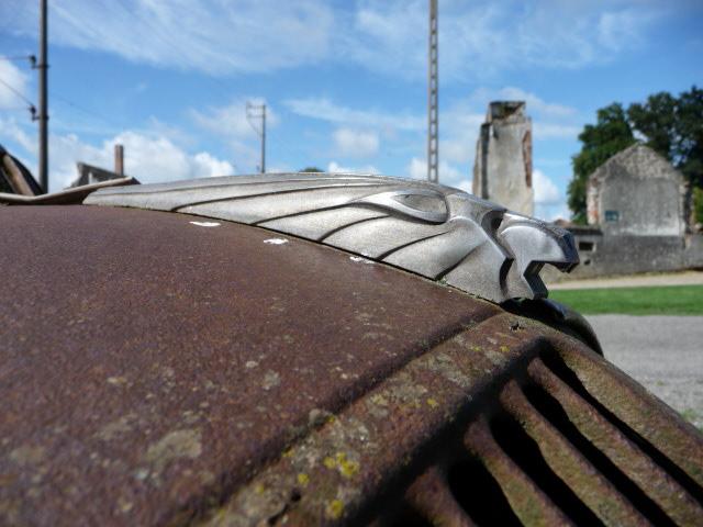 Zerstörte Fahrzeuge in Oradour sur Glane - Detail