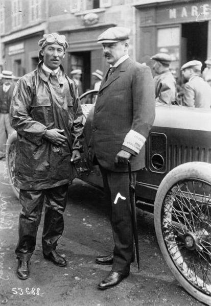 Robert Peugeot (rechts) 1914 mit dem Rennfahrer Jules Goux
