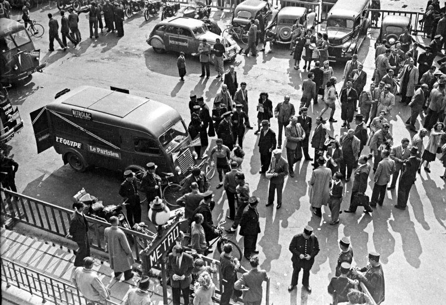 Tour de France 1948 - Peugeot 402 im Zielbereich